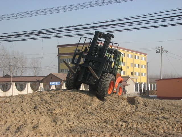 Products Name: 2.0T Rough Terrain Forklift