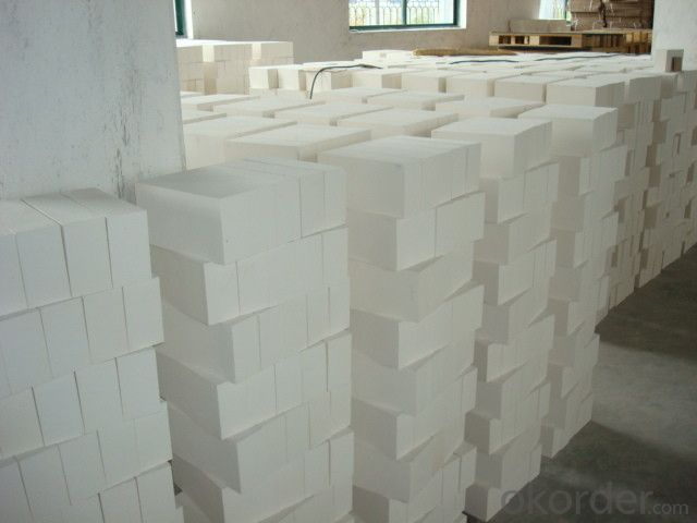 Light weight fire clay for insulating fire brick