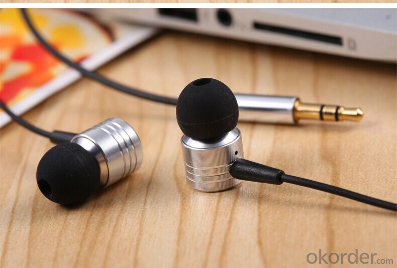 Hotsell New Style Earphone Metal in Ear 3.5 Plus Headphone for Mobile Phone