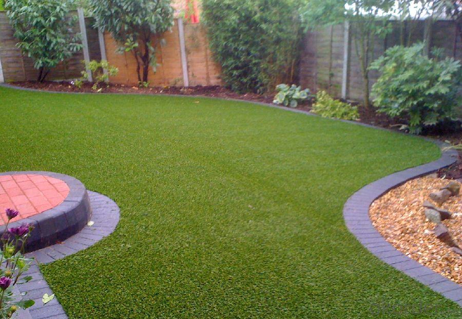Outdoor Putting Greens for Children and Dogs