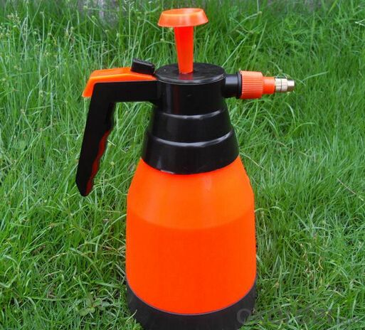 Garden Plastic Watering Can With Capacity 900 ML
