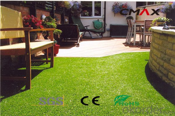Artificial Grass Packaged as a Roll for Home Garden Decoration