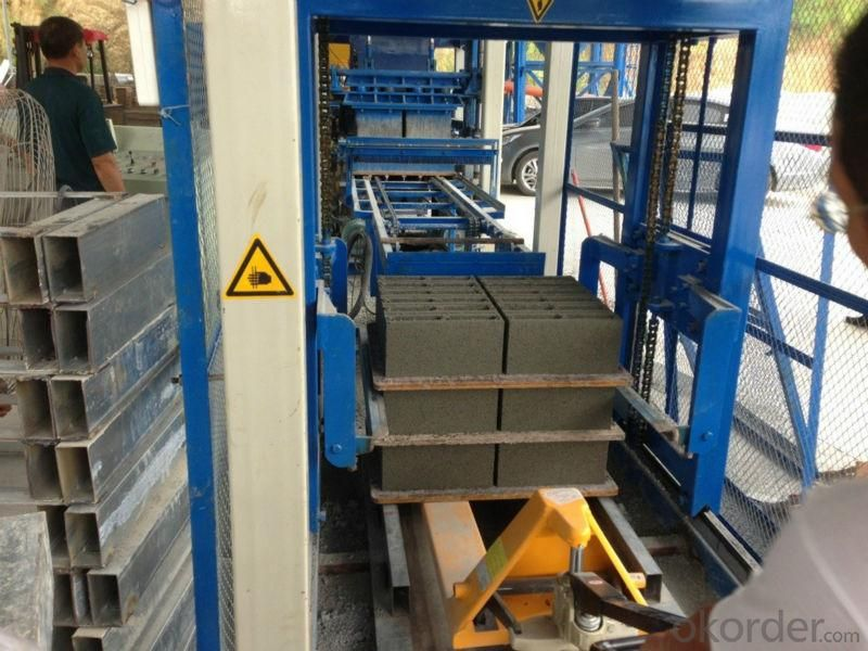 Concrete InterLocking Bricks Making Machine QT8-15