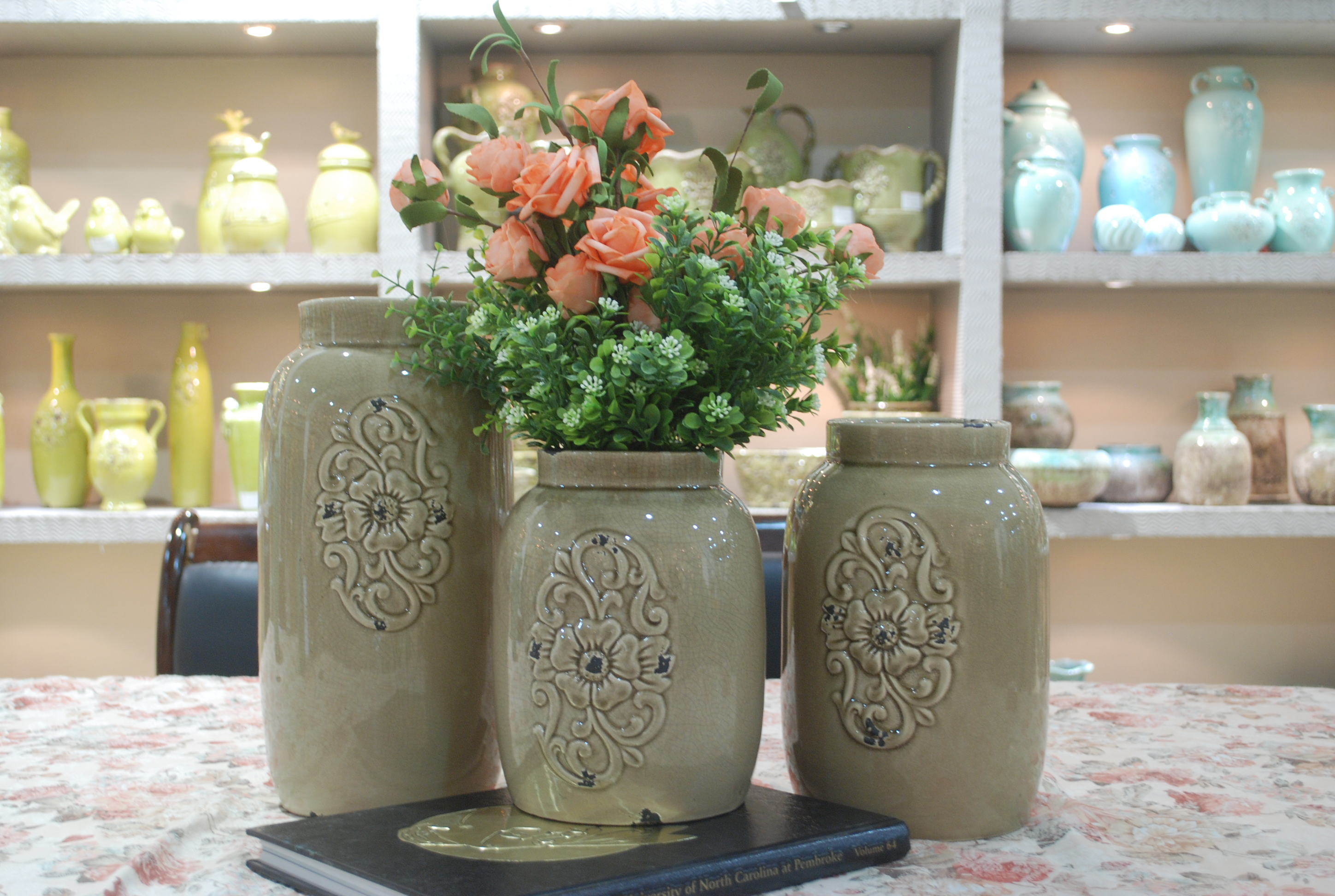 Hot Selling Fashion Home Décor Ceramic Cylindrical Shape Flower Vase M