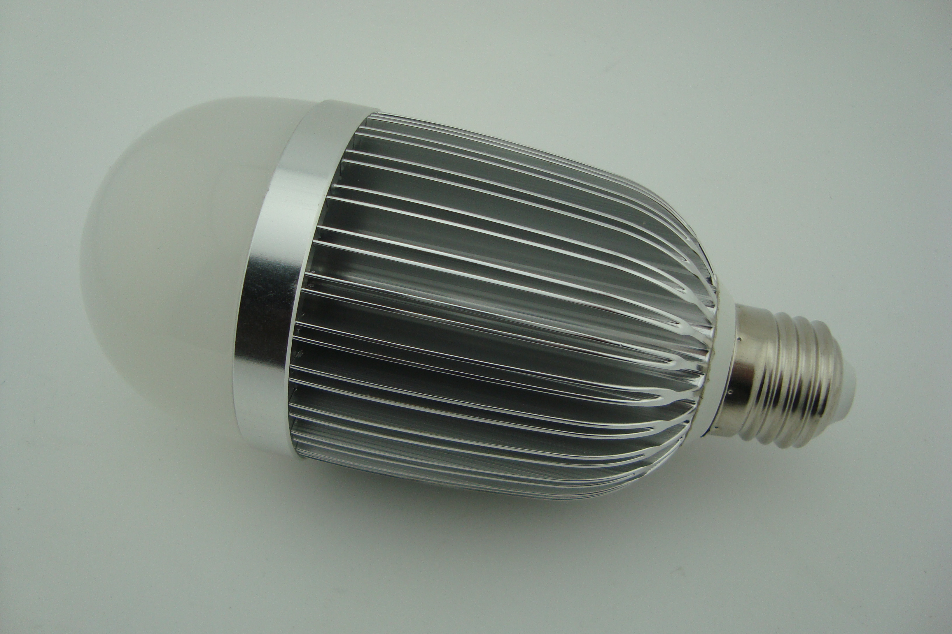 2 Years Warranty Newest Factory LED Bulb PC Cover Aluminum 12W E27 280g