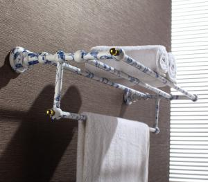 Hardware House Bathroom Accessories Blue And White  Porcelain Series Bathroom Shelf With Towel Bar
