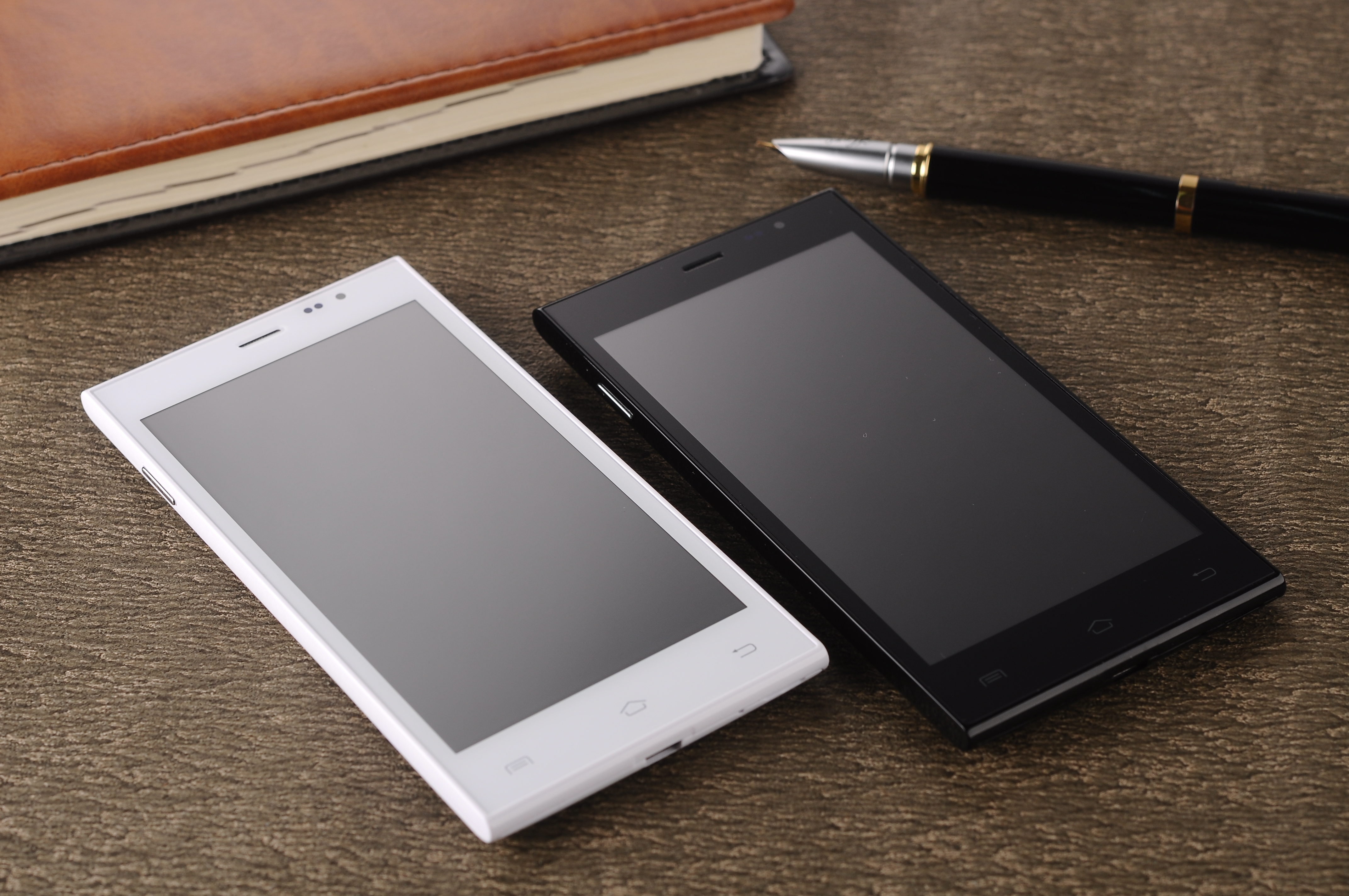 Mobile PhonesAndroid 4.2.2 3G Network 4GM+512M  CM-A13