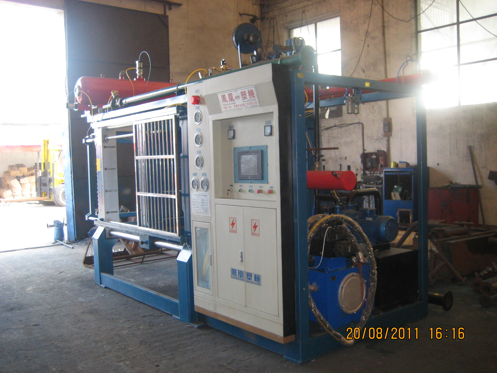 Automatic shape molding machine with vacuum
