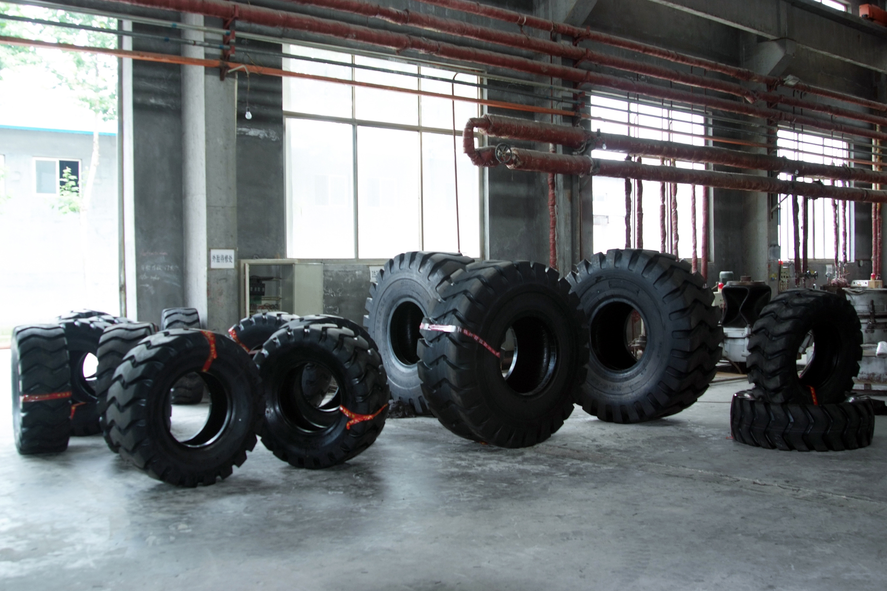 Superior Quality Skid Steer Tyre/Tire 12-16.5