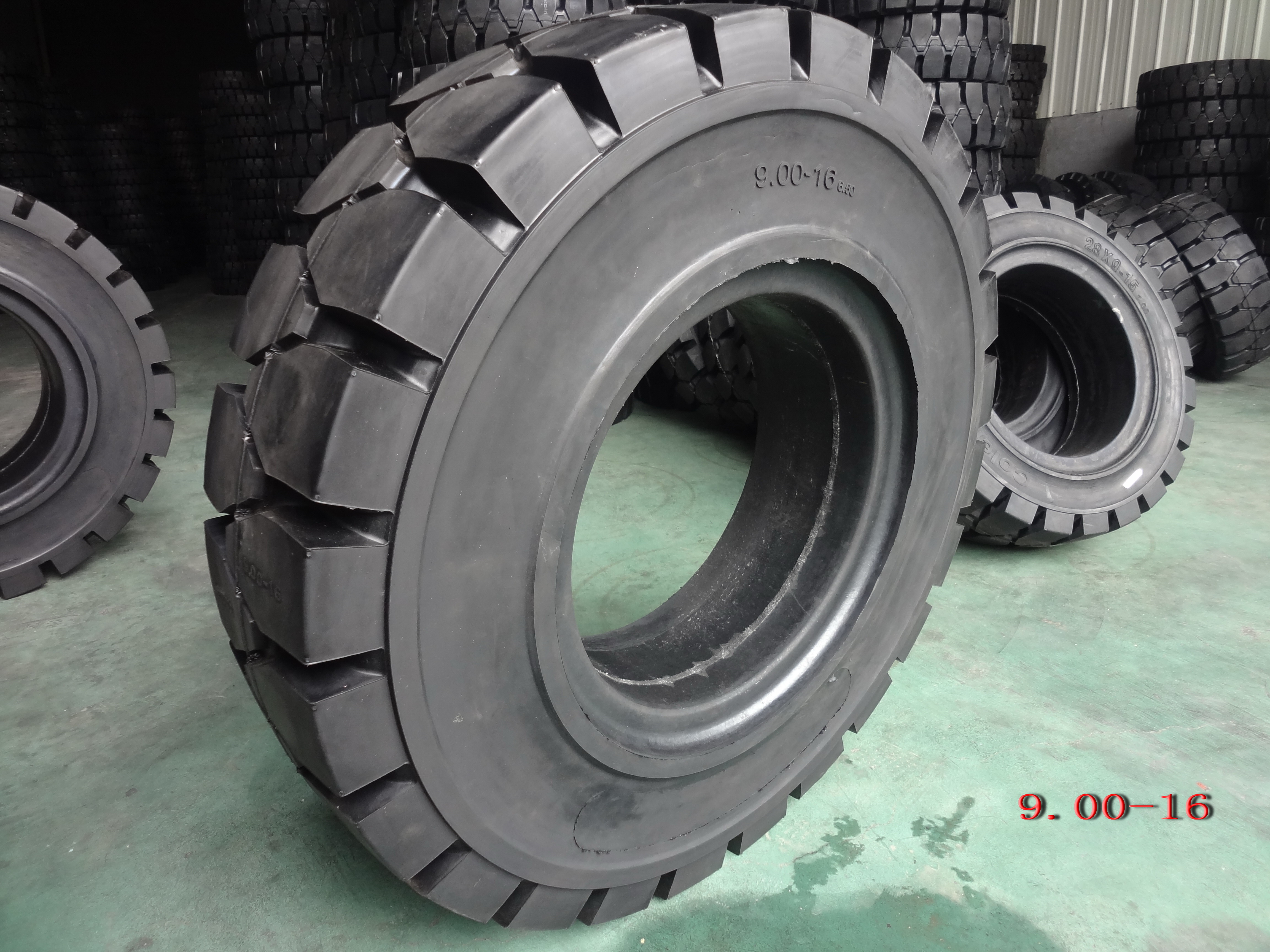 Forklift Solid Tyre-9.00-16