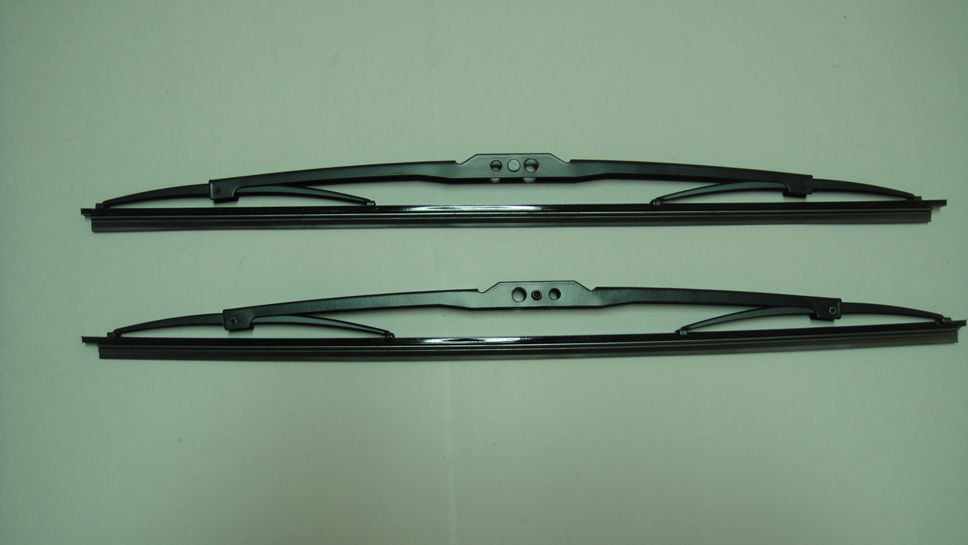 universal frame wiper blade