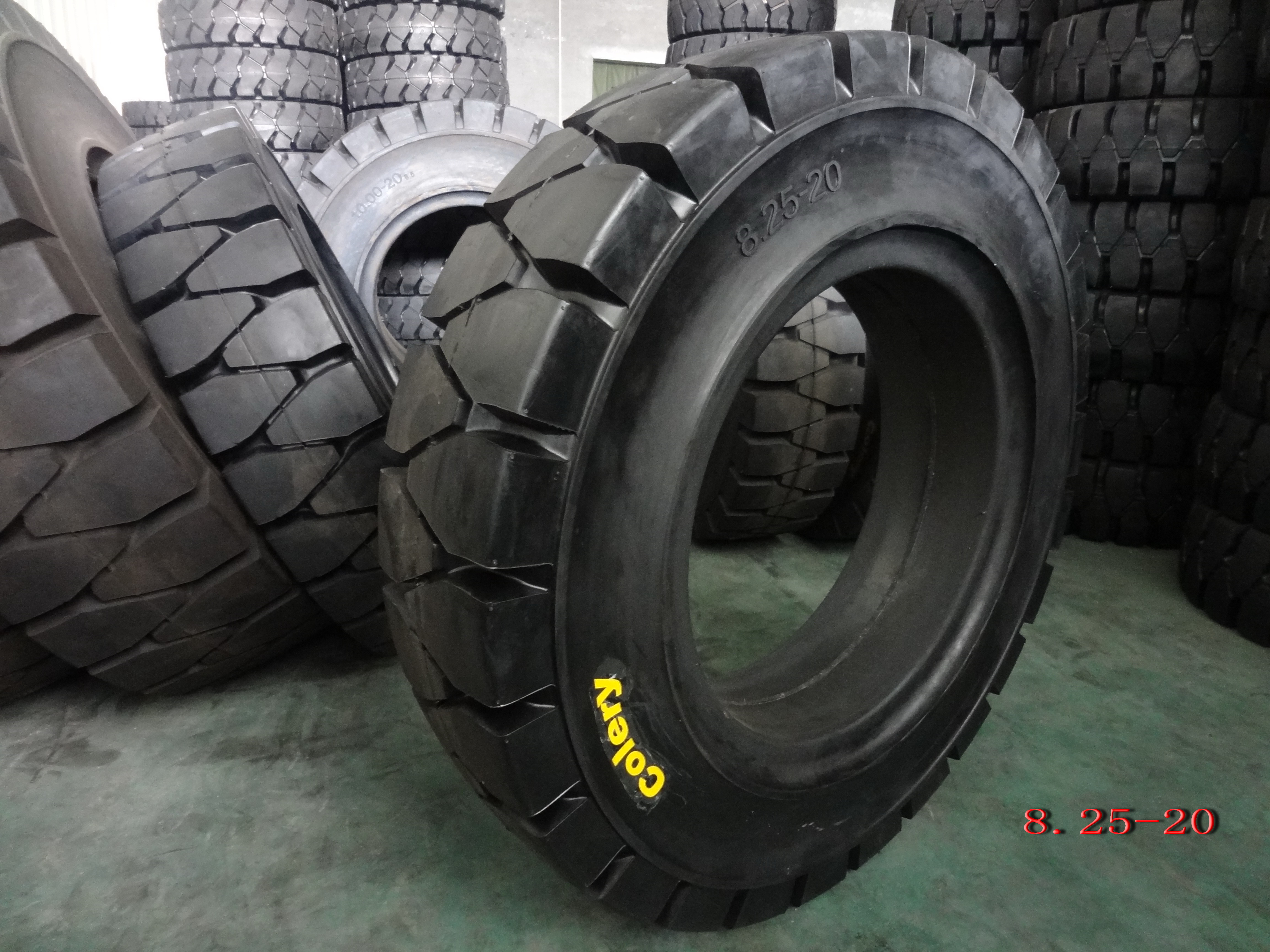 Forklift Solid Tyre--8.25-20