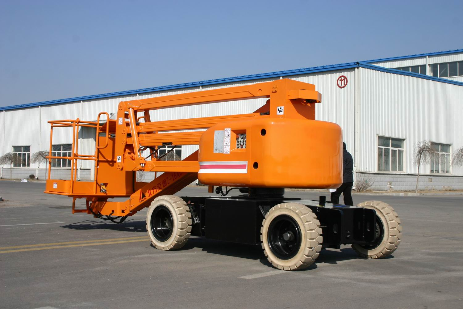 Self-propelled aerial working platform for high place working-16m