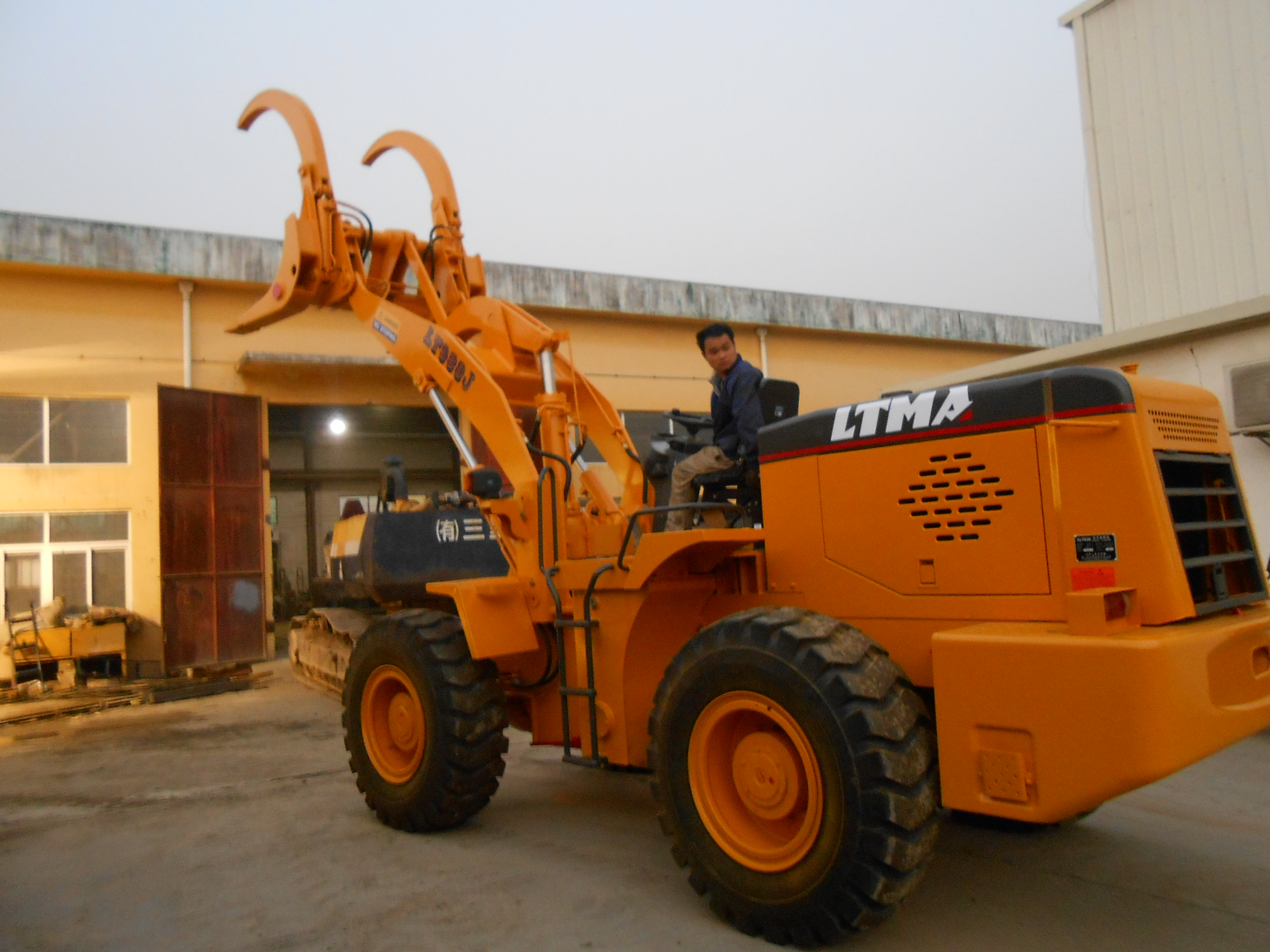 LTMA Grass Loader Wood Grapple Log Wheel Loader