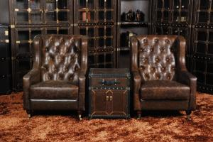 Classic chesterfield chairreal leather