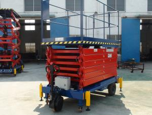 Self-propelled hydraulic lift table