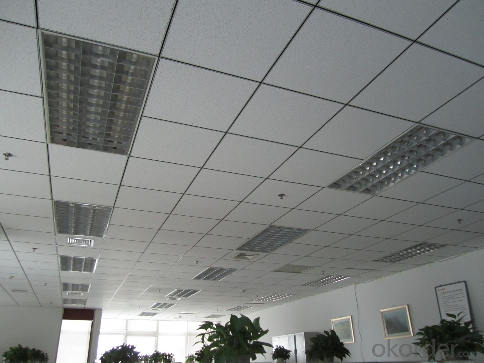 Mineral Fiber Ceiling in Size 595*595*8mm