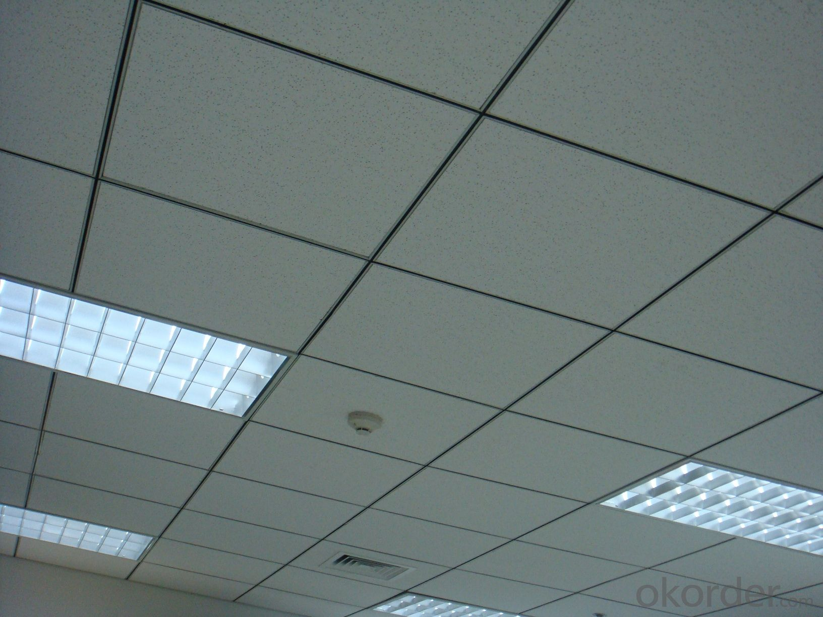 Mineral Fiber Ceiling in Size 595*595*15mm
