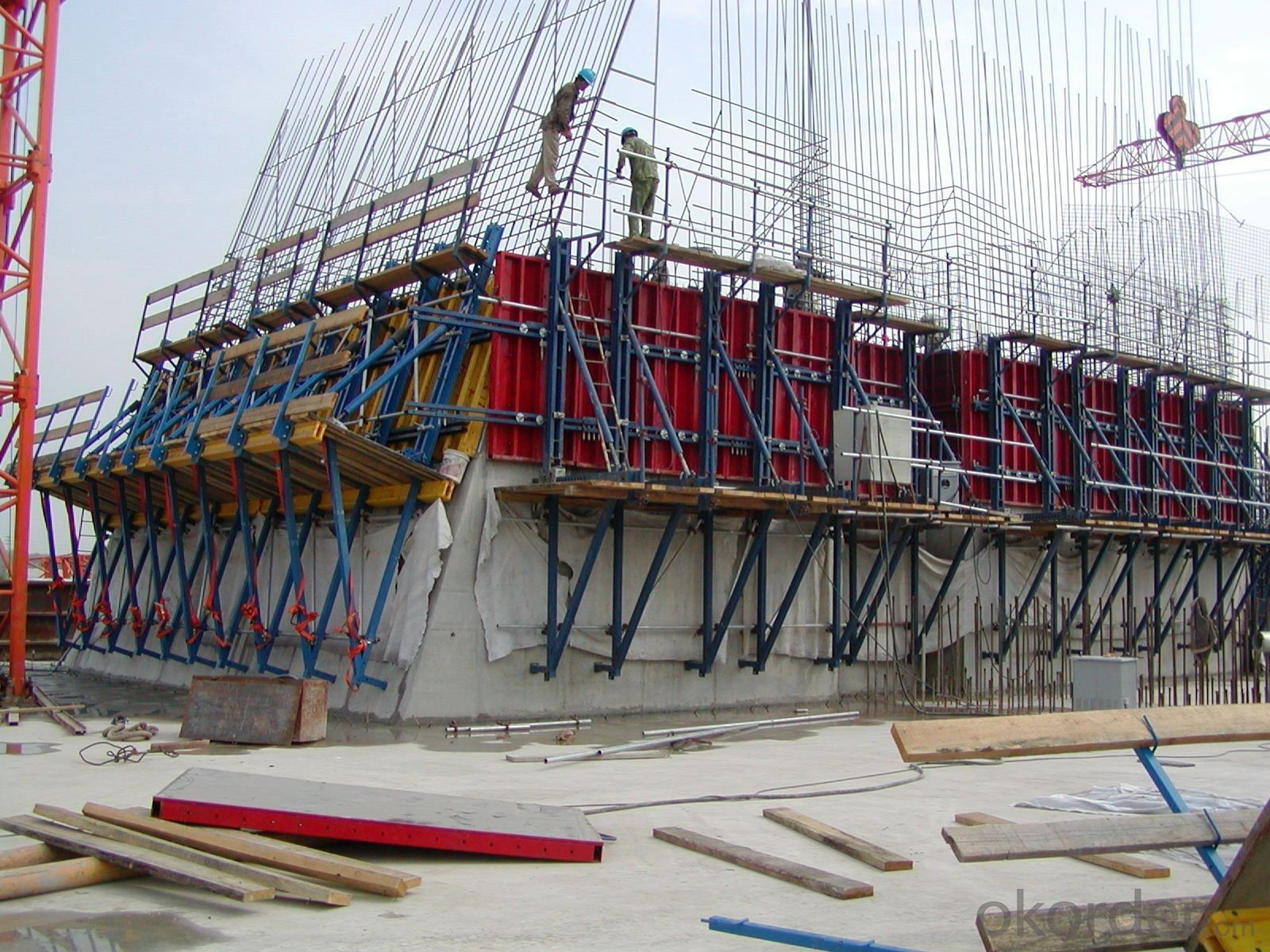 Concrete Climbing Building Formwork with Adjustable Truss CB240B
