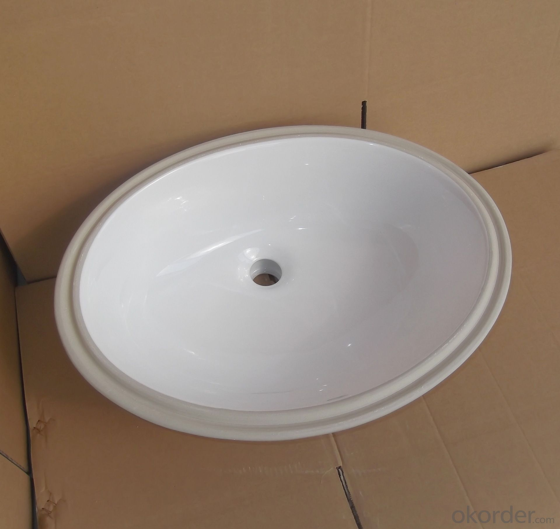 Grooved undercounter 22-inch basin
