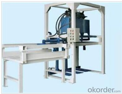 Pallet Loader,a machine used for lifting bricks or adobes onto a handcart.