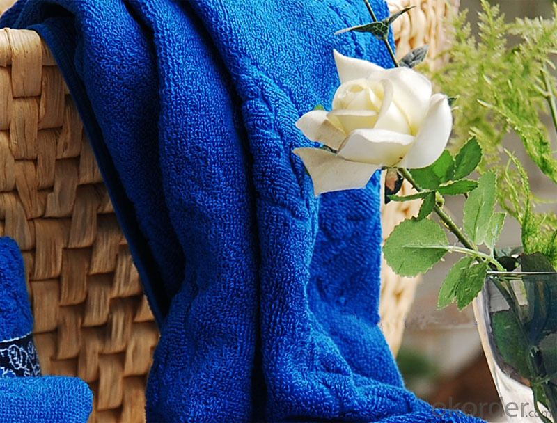 Microfiber cleaning towel with complex woven