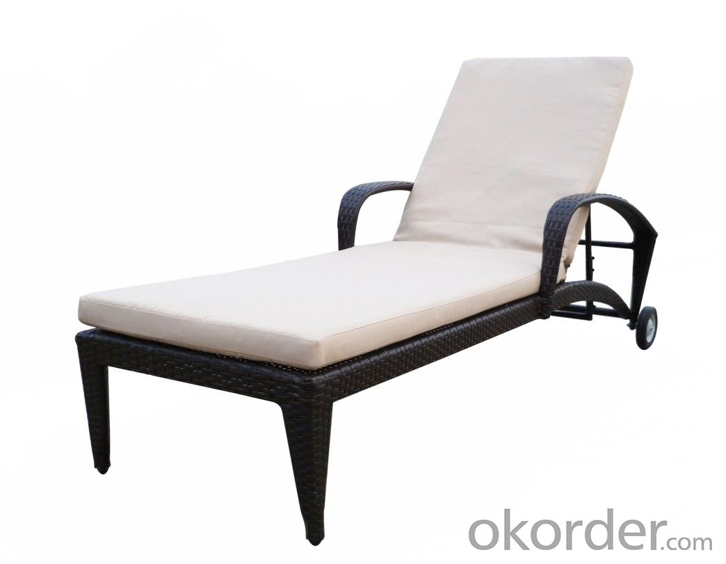 Outdoor Rattan Sun Lounger Cane Swimming Pool Lounger Bed