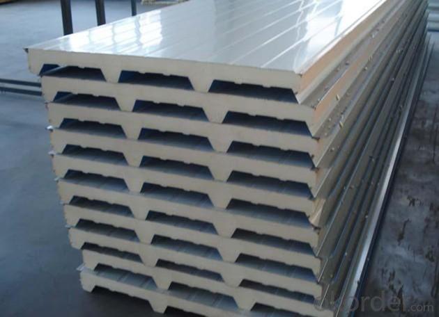 Spraying polyurethane foam for composite board