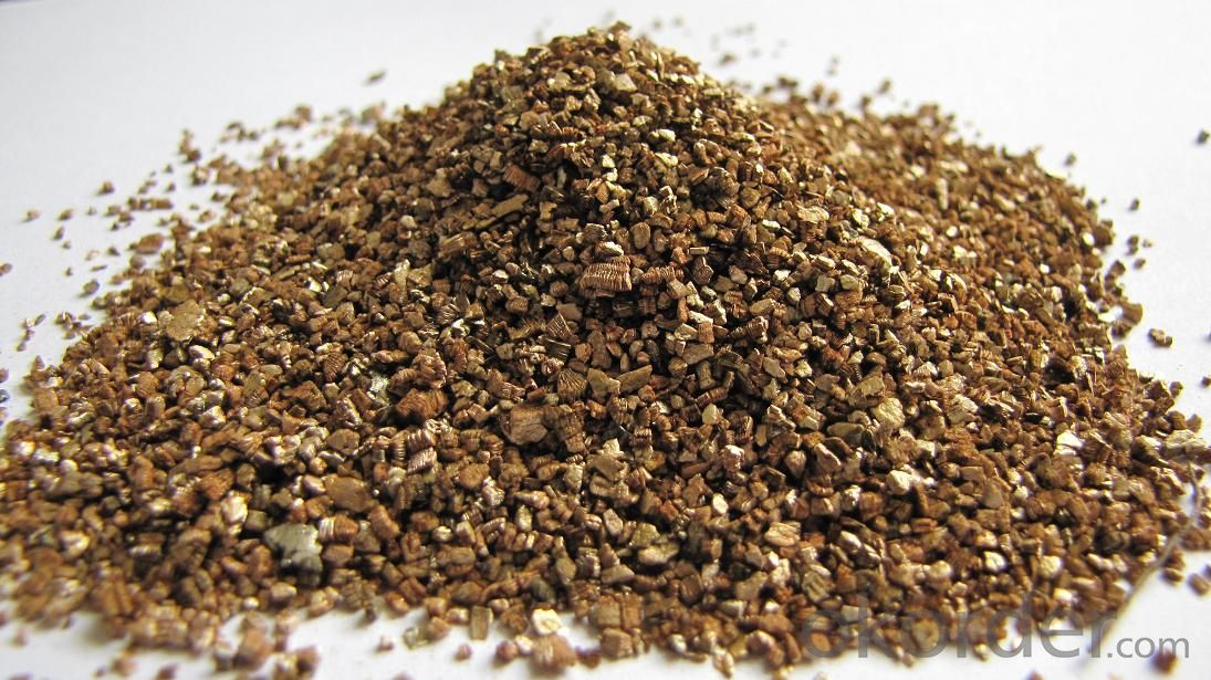 Golden raw vermiculite ore