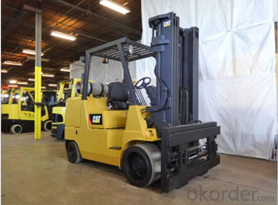 FORKLIFT 2,500-4,000 LB CAPACITY 3-WHEEL PNEUMATIC TIRE