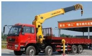 Telescopic Crane 180HP  truck 4x2 with hydraulic telescopic crane