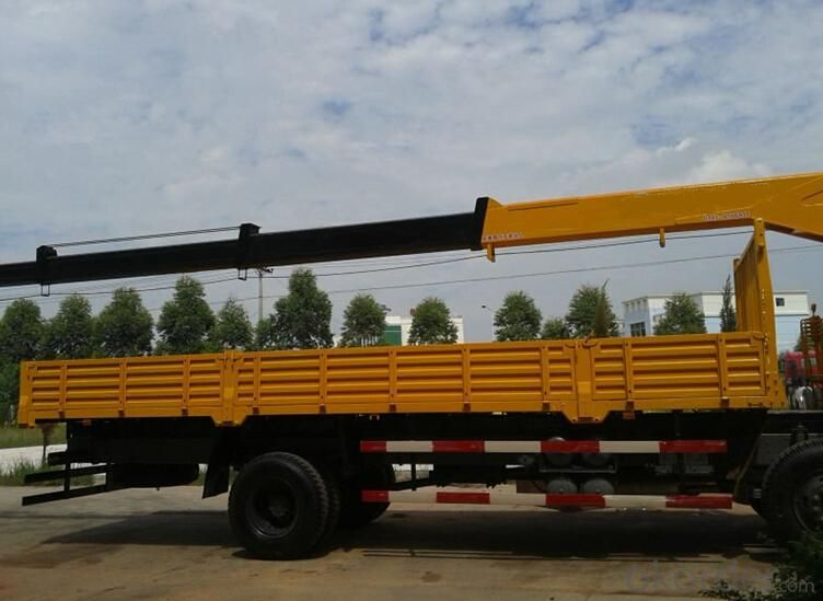 Truck Crane with loading capacity of 8 tons