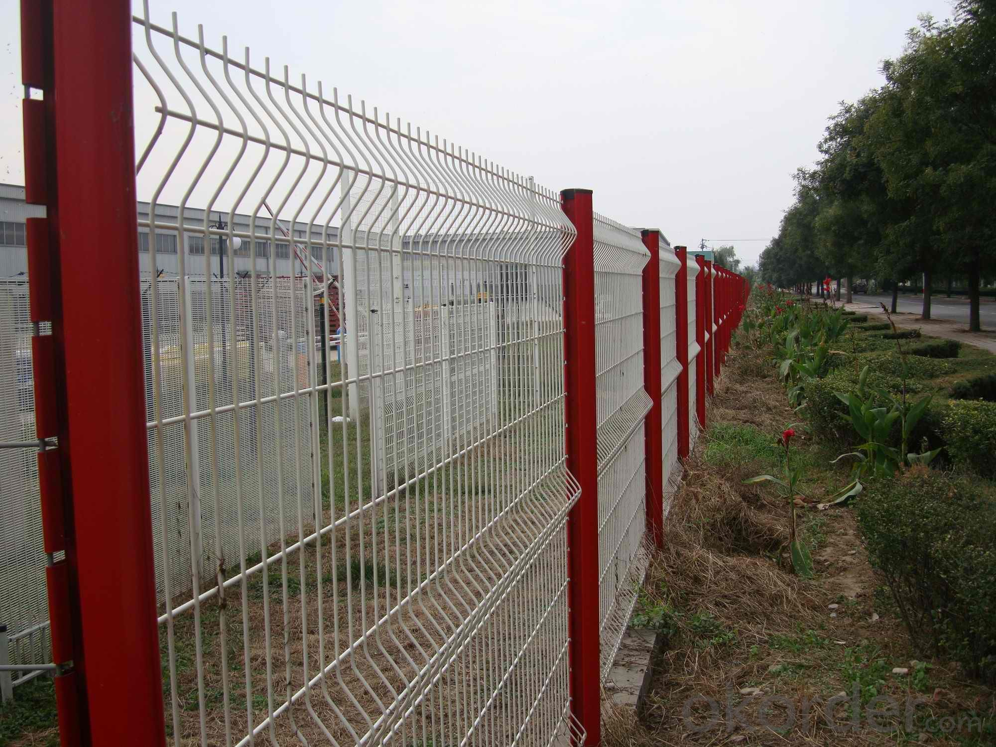 Buy high quality folded wire mesh fence price size weight