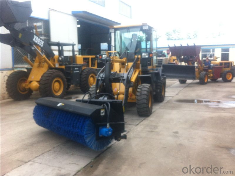 XD920G Wheel Loader with Sweeper Attachment