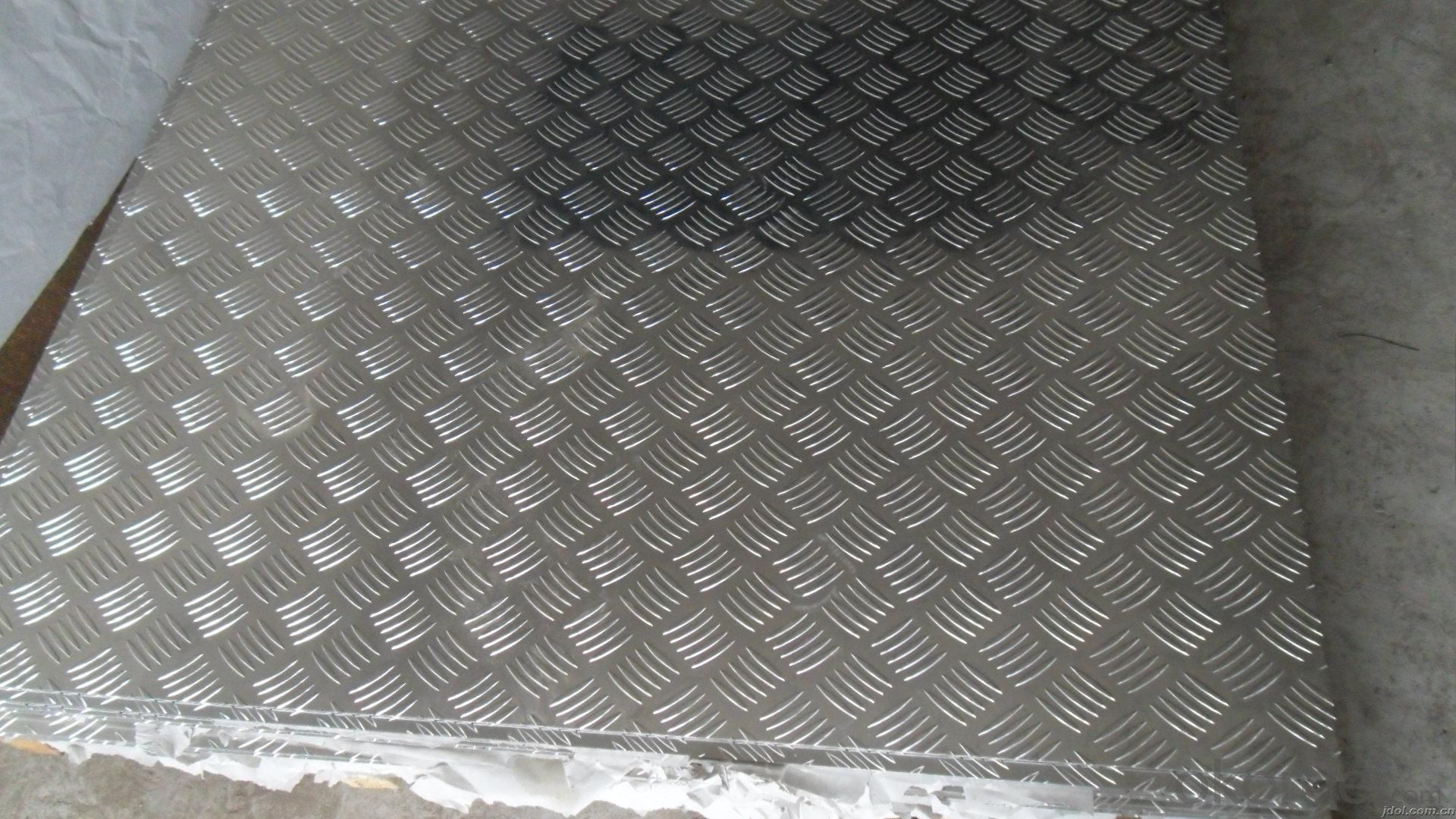 Aluminum Tread Plate 1060, 1100, 3003, 3105, 5052, 5083 Pattern: big 5 bar, small 5 bar, diamond