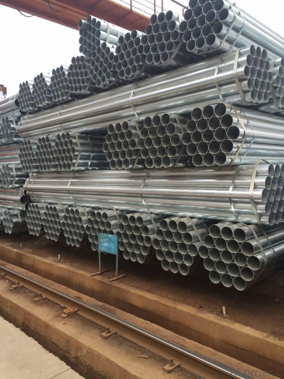 Hot dip galvanized welded steel pipe for construction machinery