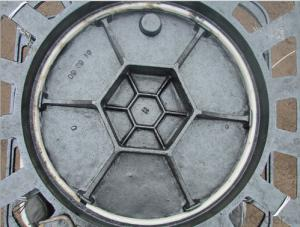 Cast ductile iron manhole cover for mining