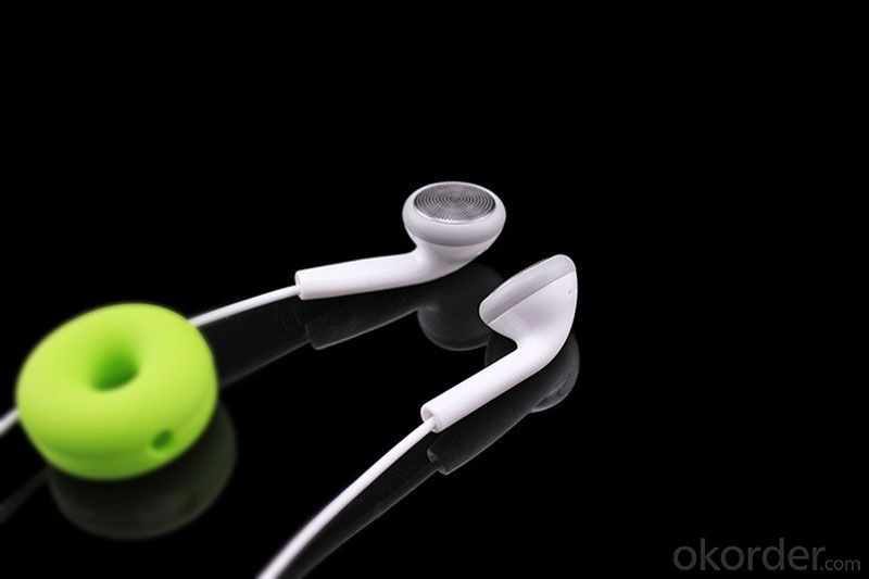 Latest Fashion in-Ear Headphone MP3 Earphone for Mobile MP3/MP4