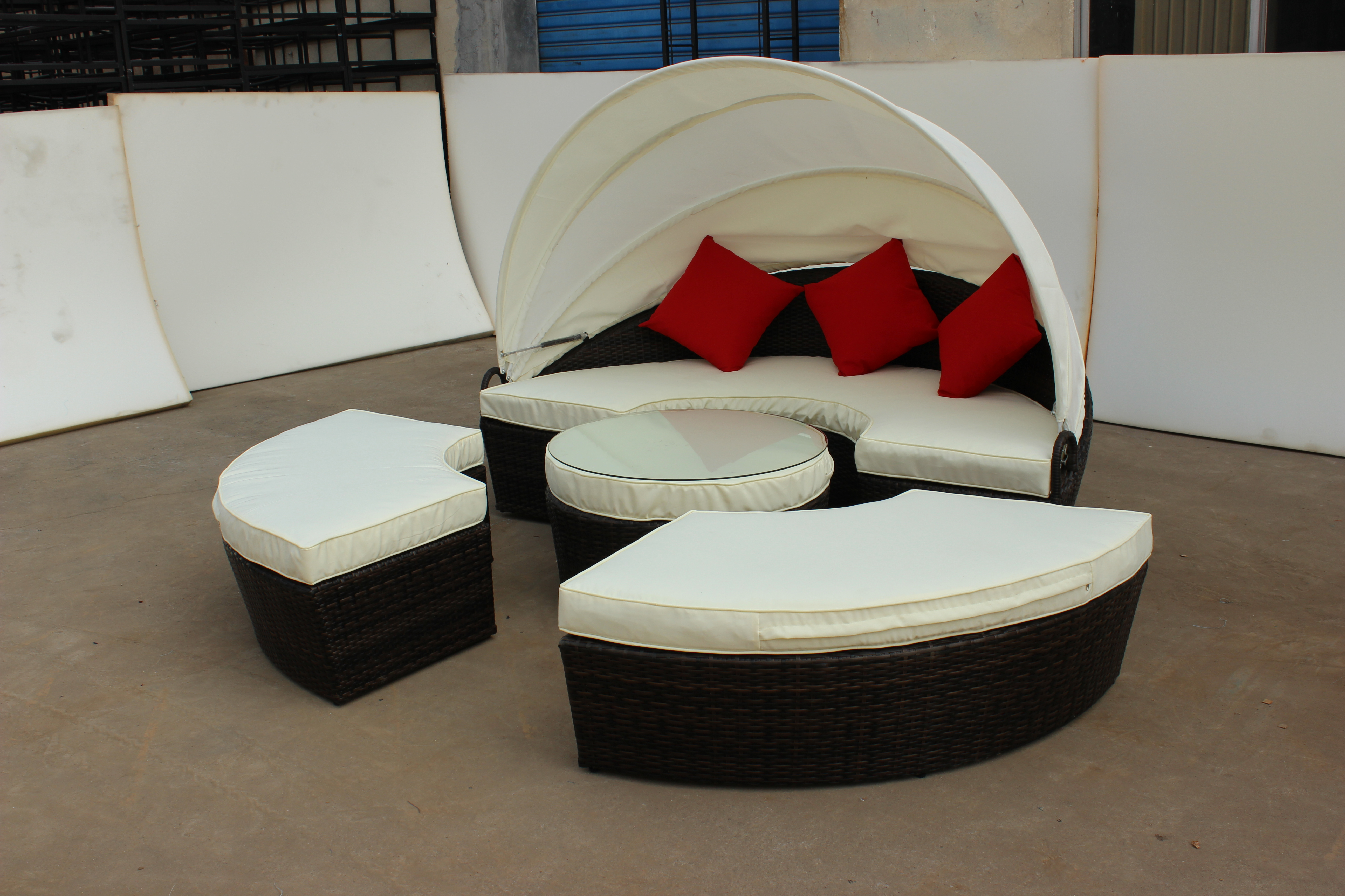 New design round bed or sofa set for beach