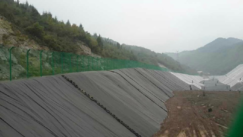 Geosynthetic Clay Layer for River bank and landfill projects