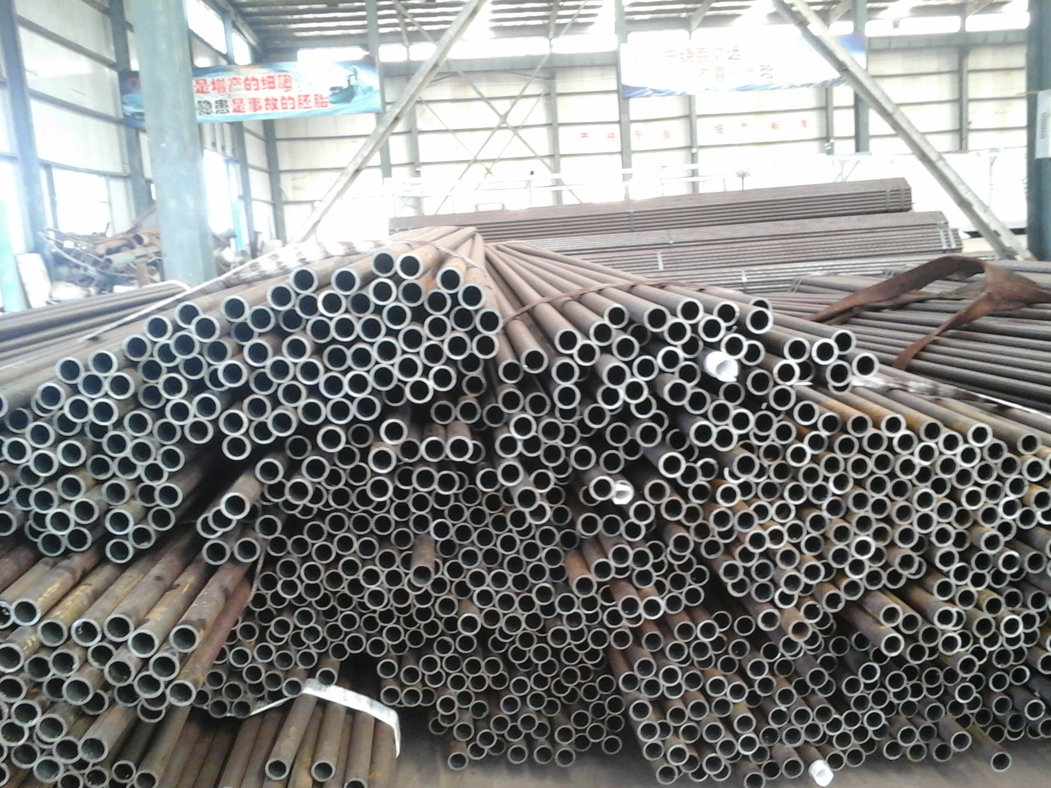 Round Hot Rolled Seamless Pipes