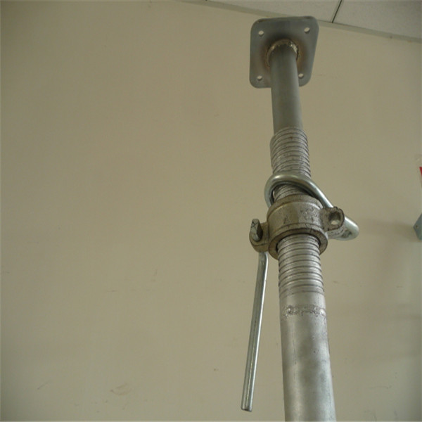 Adjustable scaffolding shoring props
