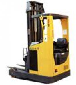 Motoring forward forklift
