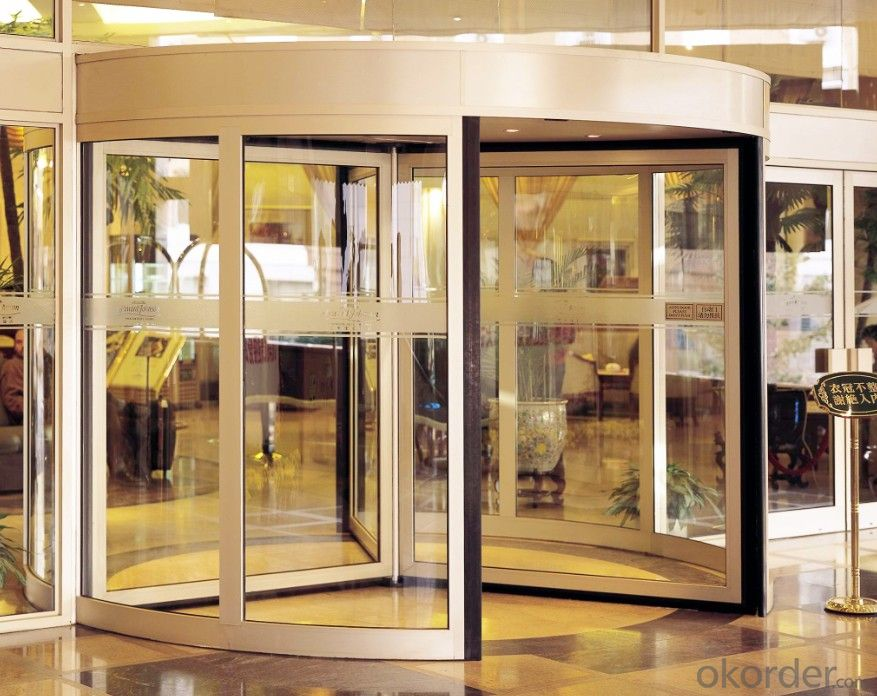 Revolving door three or four wings