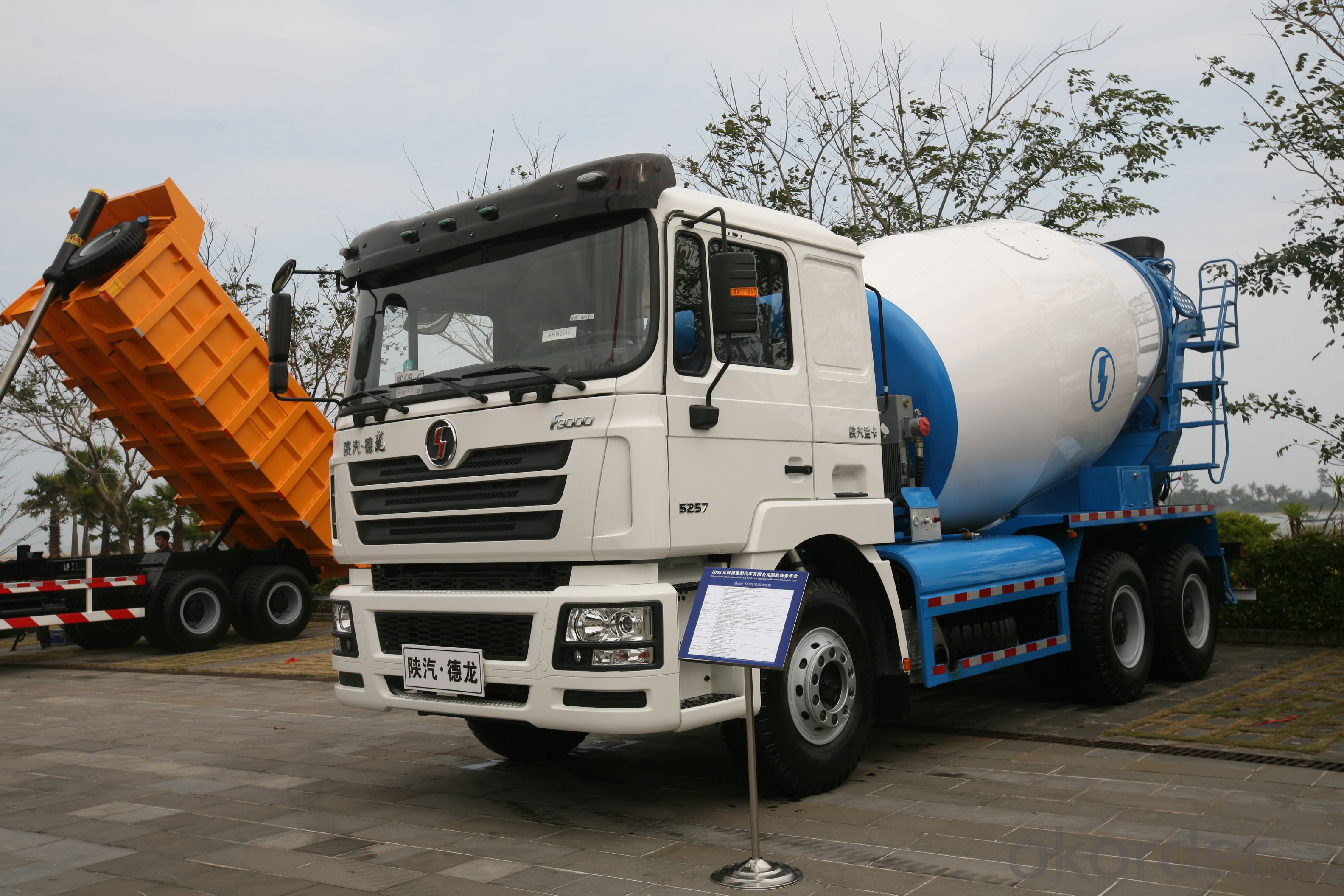 SHACMAN F3000 8X4 12 CUBIC METERS CONCRETE MIXER TRUCK