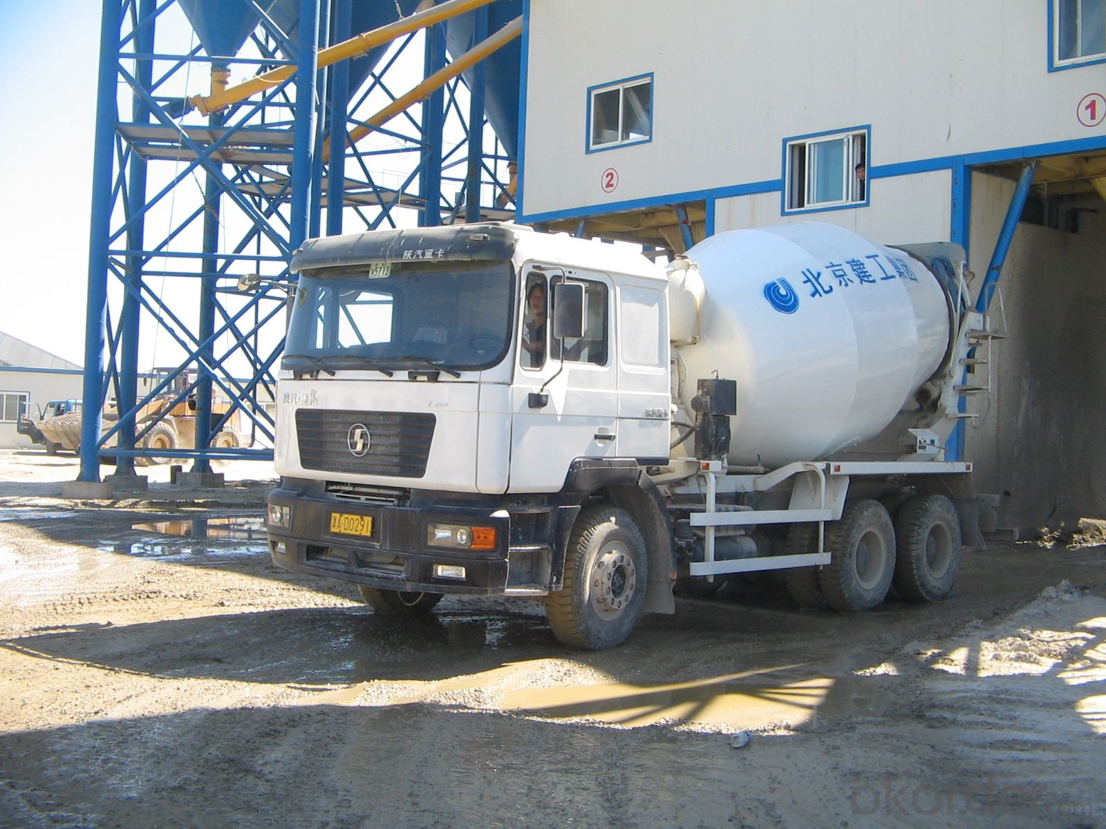 SHACMAN F2000 340HP 6X4 8 CUBIC METERS CONCRETE MIXER TRUCK