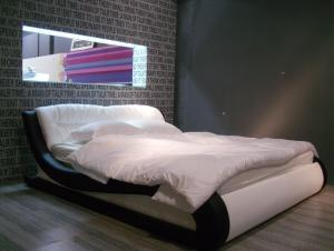High Quality Modern Leather Bed  CN16