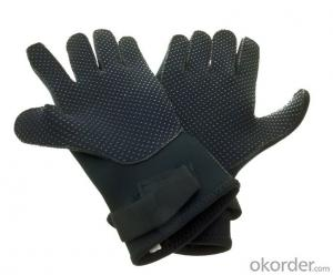 skiing gloves