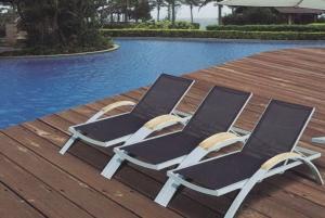 Seaside Lounge
