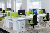 Terminal de trabajo para Oficina Moderna Divisiones Verdes de Madera